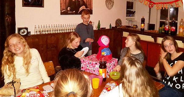 Sinterklaas_maasruiters_megen_2015_2