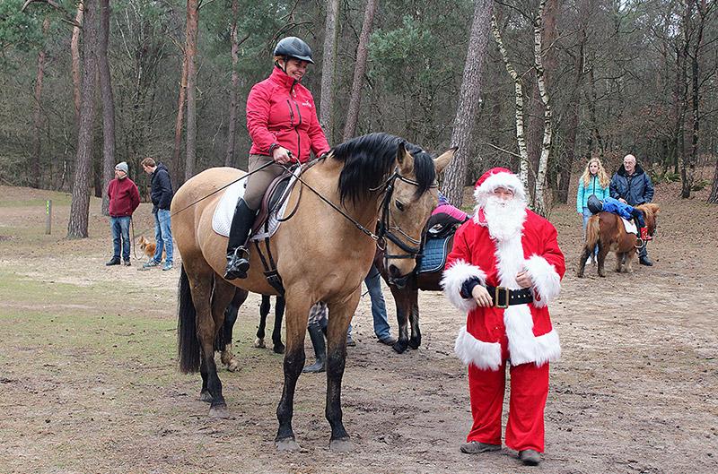 Maasruiters Megen Winterrit 2015 met Kerstman