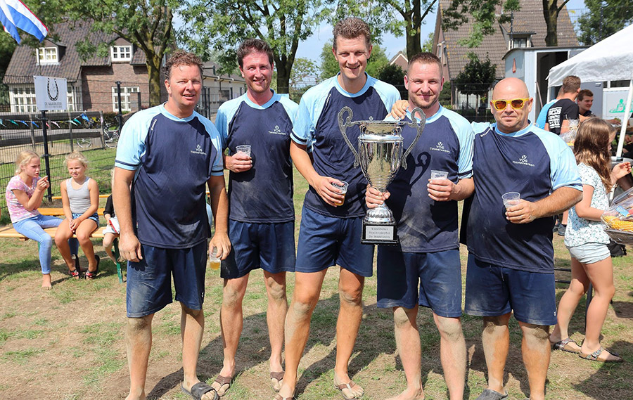 Bierbukskes winnen beachvolleybaltoernooi